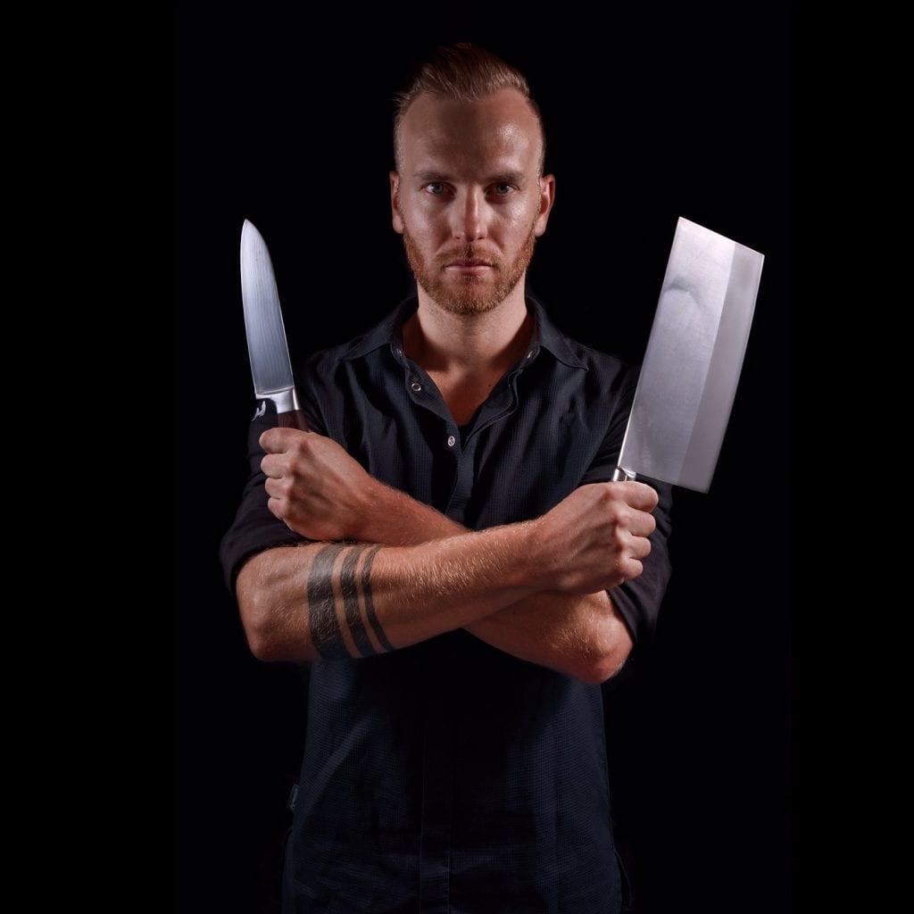 minuteman's Portfolio - Portraitfoto von Sascha Zellinger / Cuisine Lifestyle - Koch mit Messern in der Hand